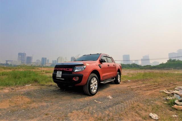 Hàng trăm ô tô tiền tỷ nằm phơi nắng chờ khách mua ở Hà Nội - Ảnh 10.