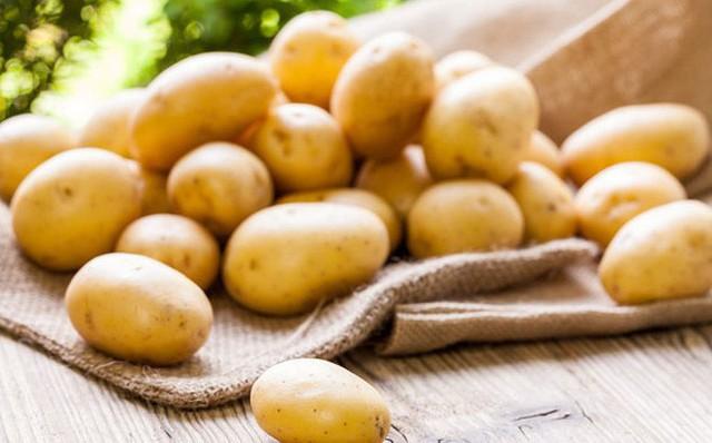 10 loại thực phẩm bỏ vào tủ lạnh nhanh hỏng hơn để ở ngoài - Ảnh 1.