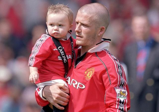 Cậu cả nhà Beckham sở hữu tài sản khiêm tốn và bị chê bất tài - Ảnh 2.