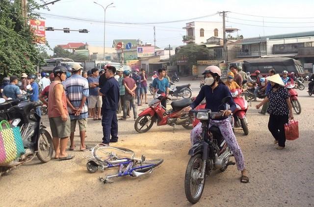Xe ben cán chết nam sinh đi xe đạp ở Đồng Nai rồi bỏ chạy - Ảnh 1.