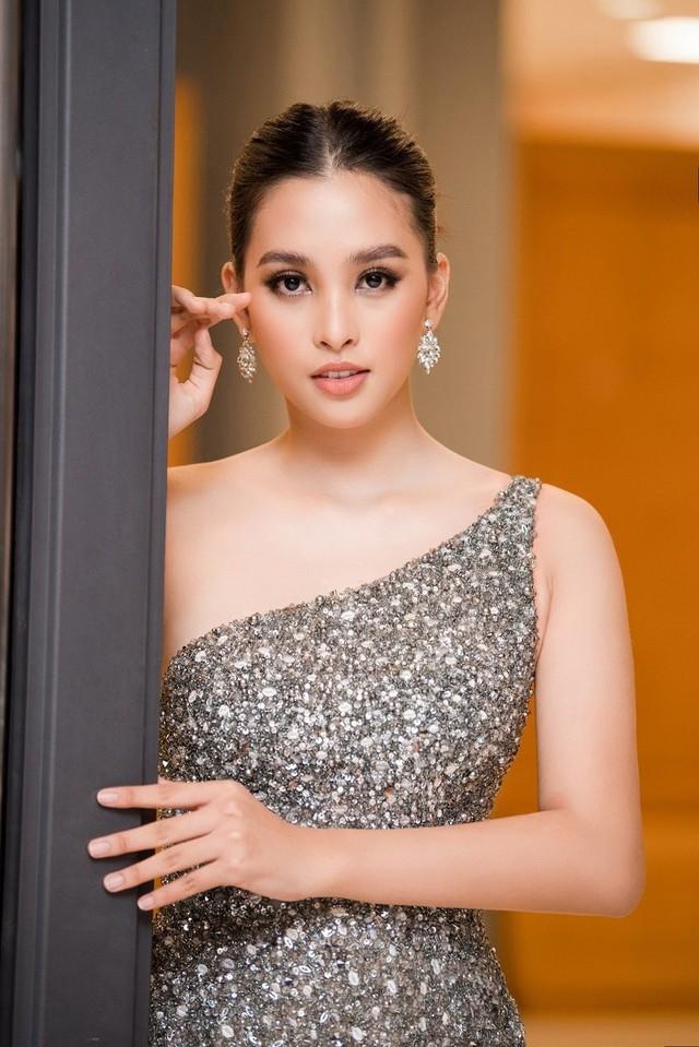 Dàn người đẹp nổi tiếng mở màn tuần lễ thời trang ở Hà Nội - Ảnh 4.