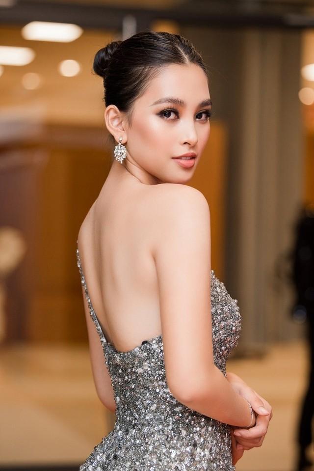 Dàn người đẹp nổi tiếng mở màn tuần lễ thời trang ở Hà Nội - Ảnh 5.