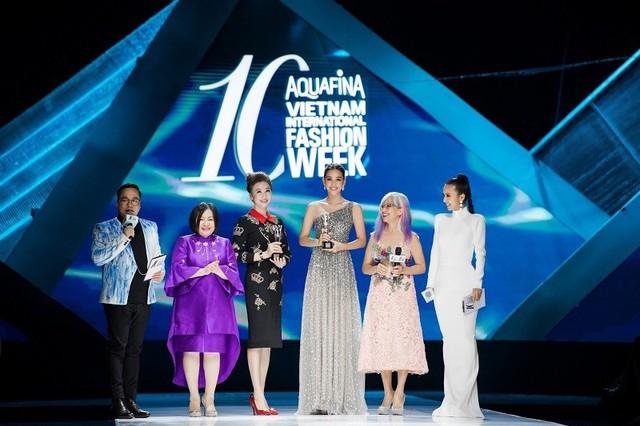 Dàn người đẹp nổi tiếng mở màn tuần lễ thời trang ở Hà Nội - Ảnh 6.
