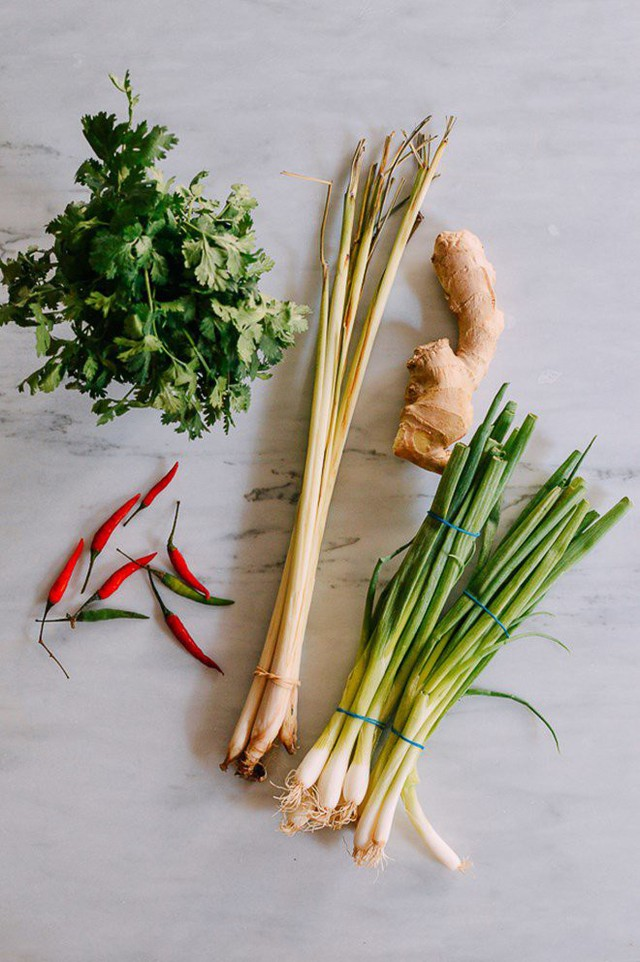 Mẹo trữ đông các loại rau gia vị tươi lâu, mở tủ lạnh ra là có, đỡ mất công mua  - Ảnh 1.