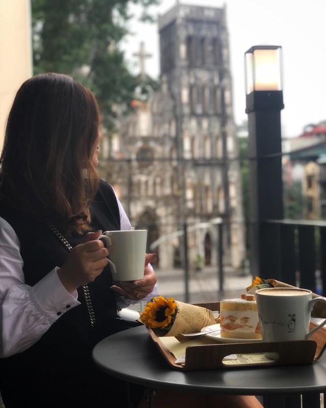 Thu sang, lang thang 5 quán cà phê view tình, đẹp nhất Hà Nội - Ảnh 12.