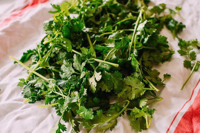 Mẹo trữ đông các loại rau gia vị tươi lâu, mở tủ lạnh ra là có, đỡ mất công mua  - Ảnh 3.