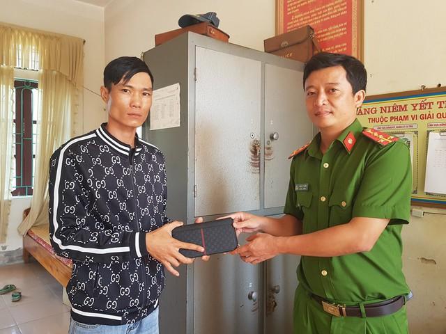 Hành động đẹp của 2 người phụ nữ nghèo ở Hà Tĩnh nhặt được hơn 20 triệu đồng - Ảnh 2.
