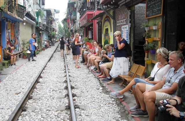 Hà Nội quyết xóa sổ phố đường tàu trước ngày 12/10 - Ảnh 1.