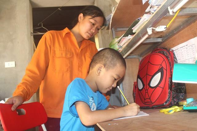 Tận cùng nỗi đau của người mẹ nghèo có con trai 6 tuổi mắc bệnh ung thư máu - Ảnh 8.