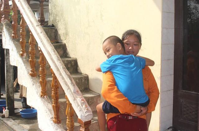 Tận cùng nỗi đau của người mẹ nghèo có con trai 6 tuổi mắc bệnh ung thư máu - Ảnh 1.