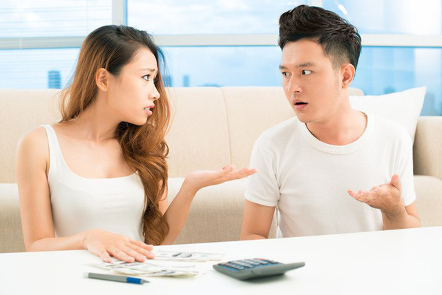 Mua cho mẹ cái áo 500 nghìn đã bị chồng mắng ngay trong siêu thị, tôi đưa ra tin nhắn ngân hàng gửi đến khiến anh nhục nhã cúi gằm mặt - Ảnh 2.