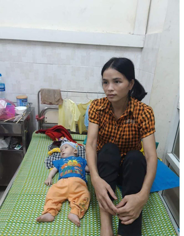 Bé trai dân tộc 7 tháng tuổi không có tiền chữa bệnh tim bẩm sinh, chị gái nằm viện vì hen nặng - Ảnh 2.