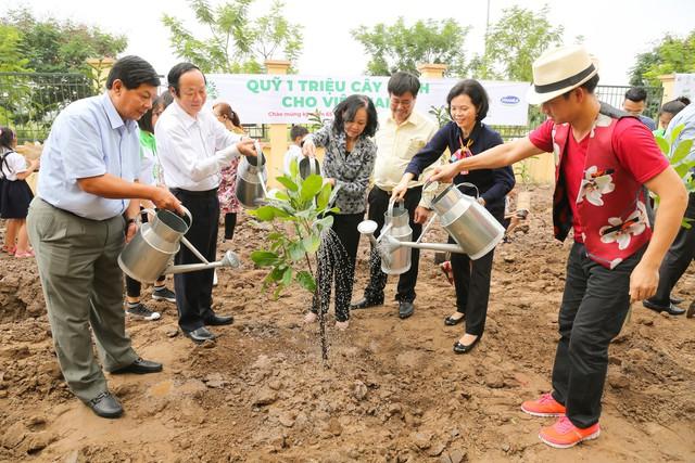 Vinamilk chung tay bảo vệ môi trường thủ đô thông qua quỹ 1 triệu cây xanh cho Việt Nam - Ảnh 10.