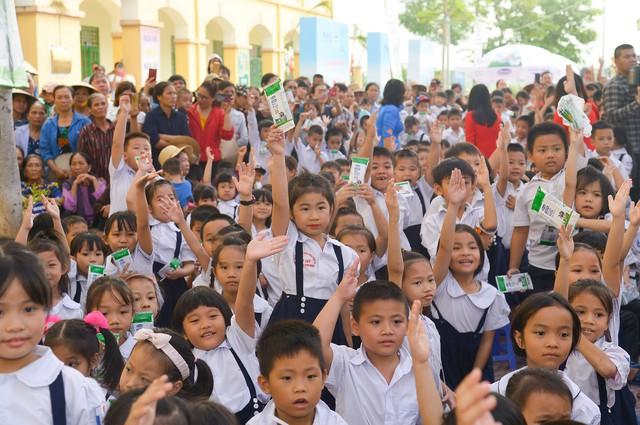 Vinamilk chung tay bảo vệ môi trường thủ đô thông qua quỹ 1 triệu cây xanh cho Việt Nam - Ảnh 12.