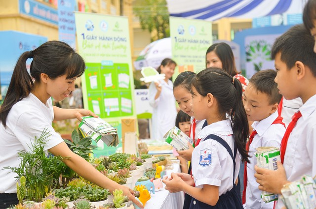 Vinamilk chung tay bảo vệ môi trường thủ đô thông qua quỹ 1 triệu cây xanh cho Việt Nam - Ảnh 15.