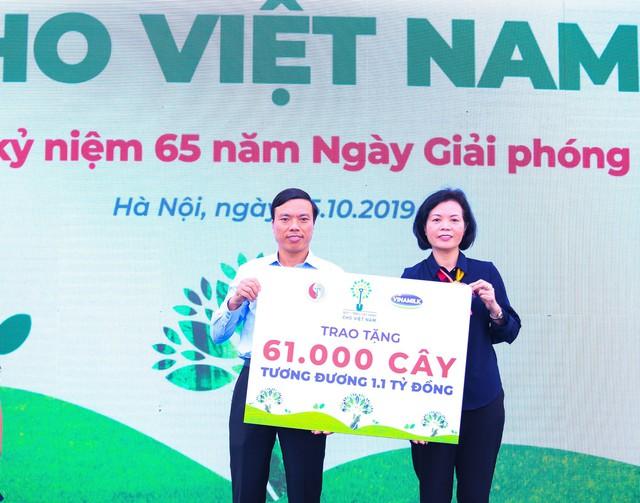 Vinamilk chung tay bảo vệ môi trường thủ đô thông qua quỹ 1 triệu cây xanh cho Việt Nam - Ảnh 5.