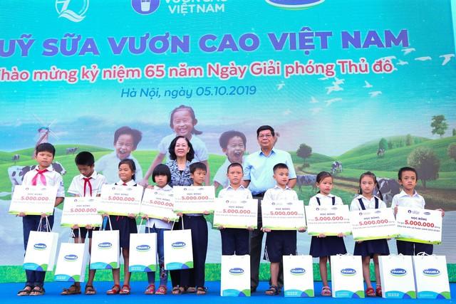 Vinamilk chung tay bảo vệ môi trường thủ đô thông qua quỹ 1 triệu cây xanh cho Việt Nam - Ảnh 7.