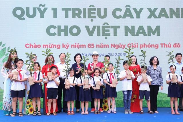 Vinamilk chung tay bảo vệ môi trường thủ đô thông qua quỹ 1 triệu cây xanh cho Việt Nam - Ảnh 9.