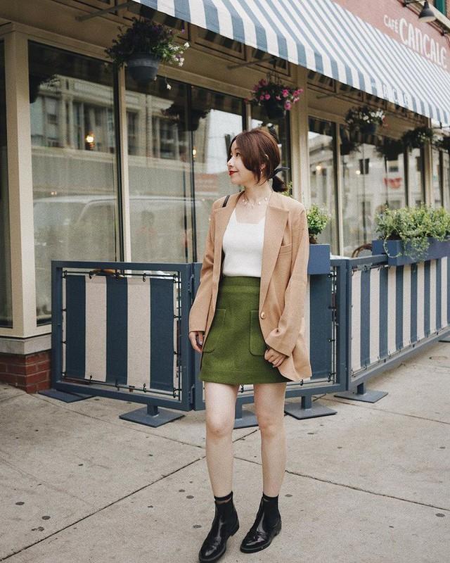 12 ý tưởng diện áo blazer + chân váy mãn nhãn đến nỗi bạn cũng phải xuýt xoa trước diện mạo của chính mình - Ảnh 11.