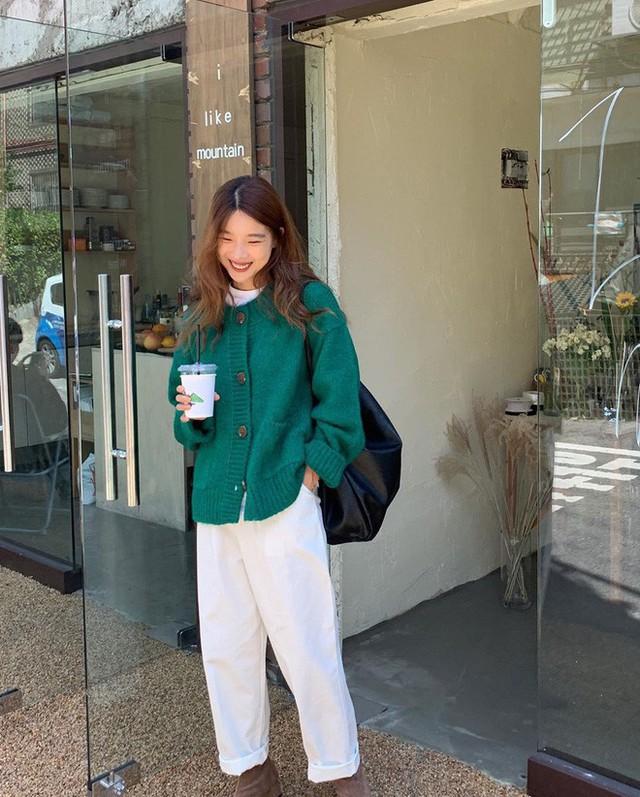 Level mặc đẹp của nàng công sở sẽ thăng hạng vài nấc nhờ 7 items sành điệu mùa thu - Ảnh 16.