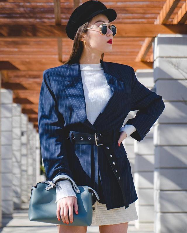 Level mặc đẹp của nàng công sở sẽ thăng hạng vài nấc nhờ 7 items sành điệu mùa thu - Ảnh 4.