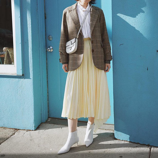 12 ý tưởng diện áo blazer + chân váy mãn nhãn đến nỗi bạn cũng phải xuýt xoa trước diện mạo của chính mình - Ảnh 6.