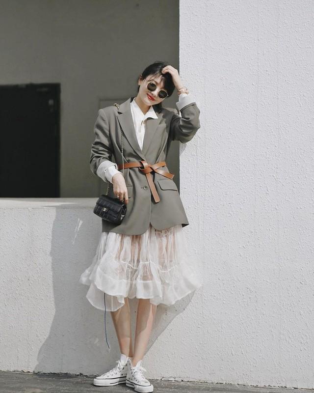 12 ý tưởng diện áo blazer + chân váy mãn nhãn đến nỗi bạn cũng phải xuýt xoa trước diện mạo của chính mình - Ảnh 7.