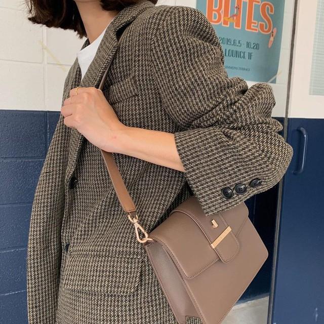 Level mặc đẹp của nàng công sở sẽ thăng hạng vài nấc nhờ 7 items sành điệu mùa thu - Ảnh 7.