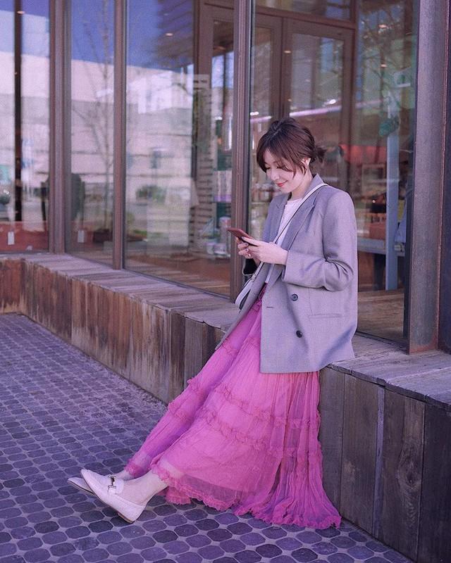 12 ý tưởng diện áo blazer + chân váy mãn nhãn đến nỗi bạn cũng phải xuýt xoa trước diện mạo của chính mình - Ảnh 8.