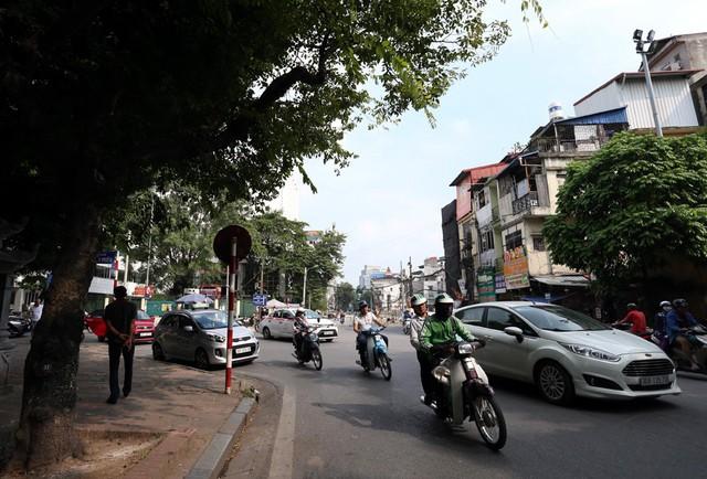 Hà Nội rào chắn nhiều vị trí thi công ga ngầm tuyến đường sắt Nhổn - ga Hà Nội - Ảnh 6.