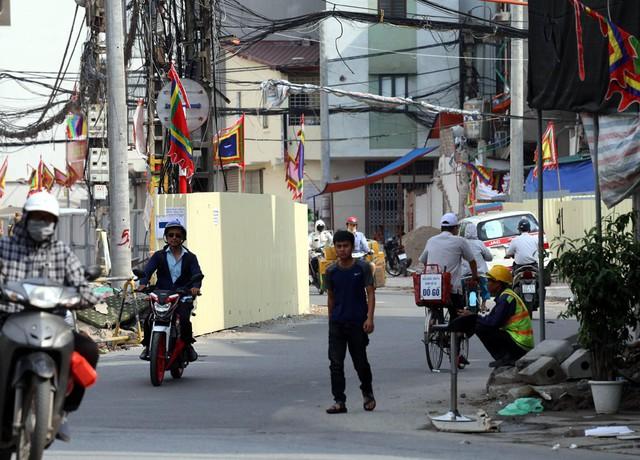 Hà Nội rào chắn nhiều vị trí thi công ga ngầm tuyến đường sắt Nhổn - ga Hà Nội - Ảnh 9.
