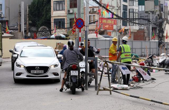 Hà Nội rào chắn nhiều vị trí thi công ga ngầm tuyến đường sắt Nhổn - ga Hà Nội - Ảnh 11.