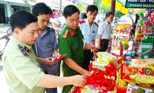 """Hà Nội mở rộng thanh tra  an toàn thực phẩm: Cơ sở liên tục đóng cửa """"né"""" đoàn sẽ cho dừng hoạt động - Ảnh 1."""
