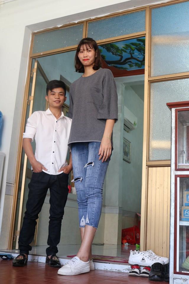 Chuyện tình thú vị của cặp đôi chồng mét tư, vợ mét tám ở Hải Phòng - Ảnh 3.