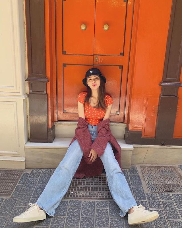 Học ngay 11 set đồ của Hoa hậu Hương Giang cách mix quần jeans từ đơn giản đến cá tính - Ảnh 1.