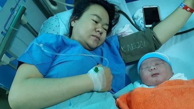 Sản phụ ở Quảng Nam sinh bé trai nặng khủng  - Ảnh 1.