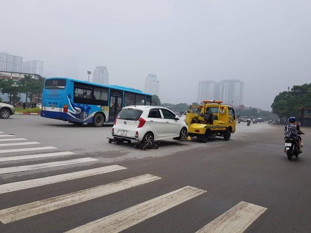 """Nghi vấn có liên minh """"chặt chém"""" giá cẩu xe vi phạm giao thông ở Hà Nội? - Ảnh 2."""