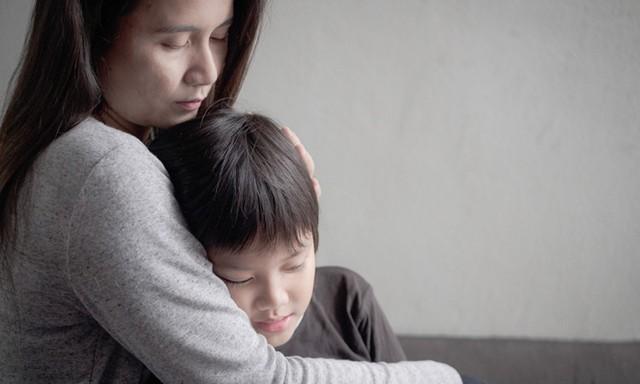 Khám tâm lý cho con lại phát hiện bố mẹ có vấn đề  - Ảnh 1.