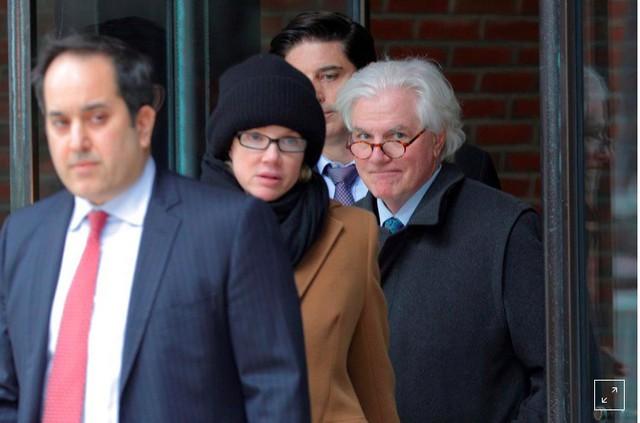 Vợ chồng đại gia bị phạt tù vì chạy trường cho con - Ảnh 1.
