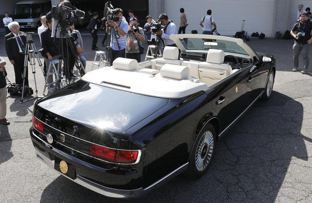Hé lộ lịch trình và chiếc xe mui trần đặc biệt có 1-0-2 dành cho buổi diễu hành đăng cơ của Nhật hoàng Naruhito và Hoàng hậu Masako sắp tới - Ảnh 3.
