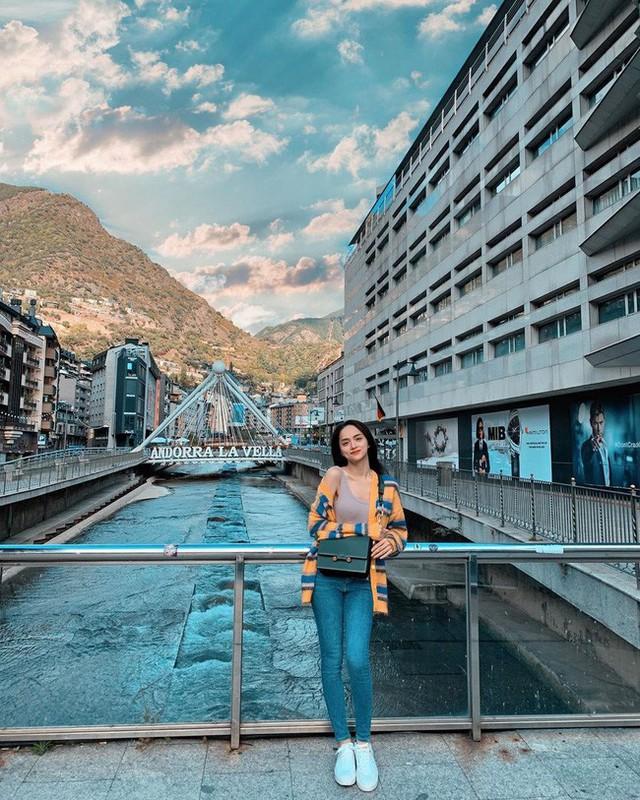 Học ngay 11 set đồ của Hoa hậu Hương Giang cách mix quần jeans từ đơn giản đến cá tính - Ảnh 5.