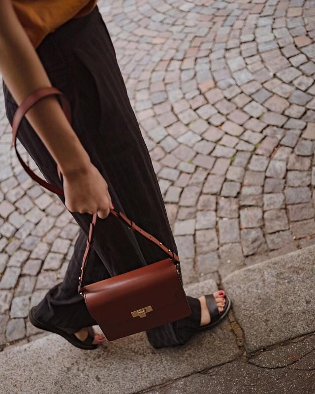 Khi bị đồng nghiệp chê mặc xấu: Đừng mặc kệ mà hãy cải tổ phong cách với 8 items sau đây - Ảnh 8.