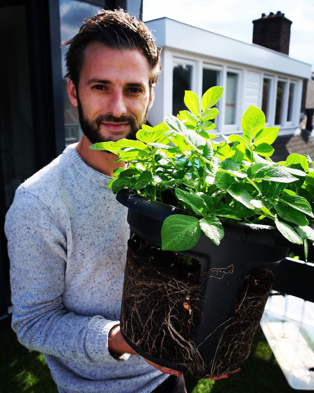Anh chàng điển trai khiến hàng nghìn cô gái ngưỡng mộ khi trồng cả một sân thượng rau quả xanh tươi - Ảnh 21.