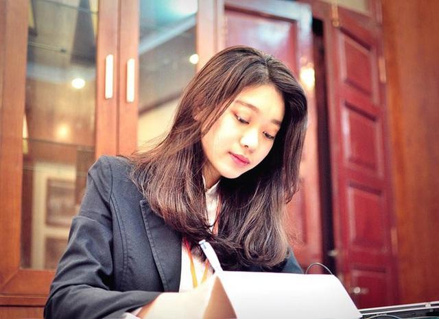 Nữ sinh ĐH Kinh tế Quốc dân là thủ khoa, hoa khôi - Ảnh 2.