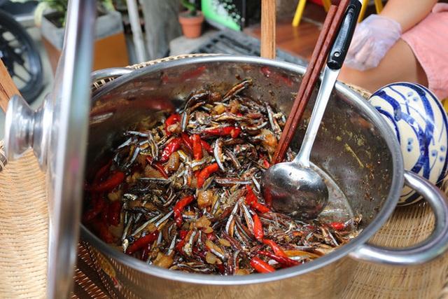 Người Sài Gòn ăn món lạ của chàng trai 9x mất 3 tháng để học kho cá - Ảnh 3.