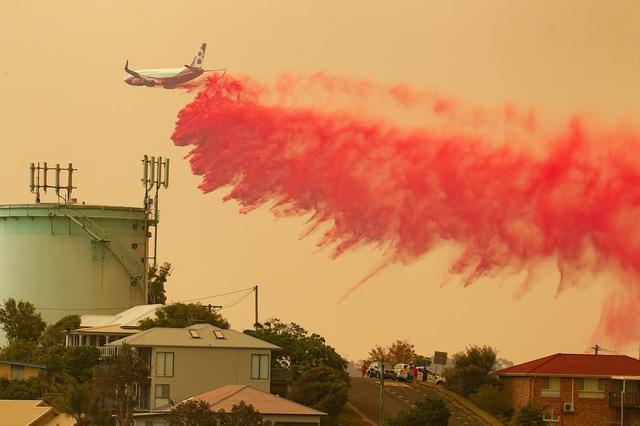 Kỳ lạ bầu trời chuyển màu cam ở Australia  - Ảnh 2.