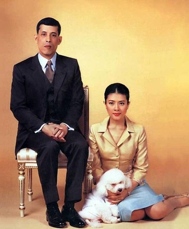 Vợ hai vua Thái lưu lạc ở đâu sau cáo buộc ngoại tình? - Ảnh 2.