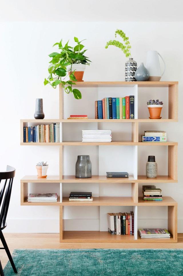 14 ý tưởng trang trí cho giá sách của bạn nổi bần bật trong không gian nhà ở - Ảnh 13.