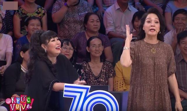 NSND Lê Khanh ngượng đỏ mặt khi bị Ốc Thanh Vân và Ngọc Khuê đồng loạt bóc phốt trên sóng truyền hình - Ảnh 3.