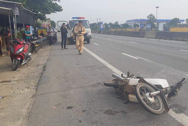 Tài xế lái ôtô bỏ chạy sau khi gây tai nạn - Ảnh 2.
